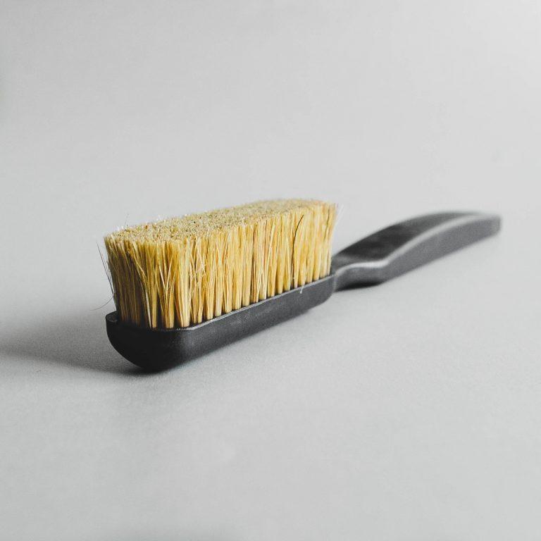 Brush for climbers